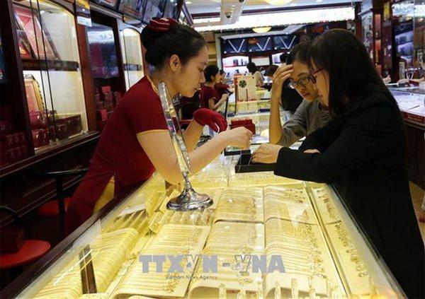 Đầu tuần, vàng quay đầu giảm giá gần 100.000 đồng/lượng
