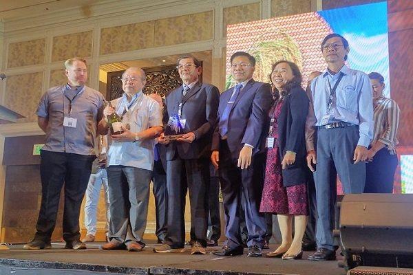 Gạo ST24 của Việt Nam đạt giải nhất tại cuộc thi World's Best Rice do The Rice Trade tổ chức trong khuôn khổ hội nghị thương mại gạo thế giới lần 11 tại Philippines. Ảnh: Võ Tòng Xuân