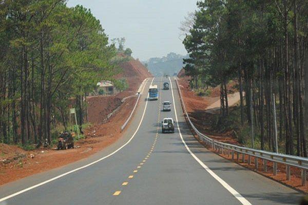 Nghịch lý đầu tư đường bộ ở Việt Nam
