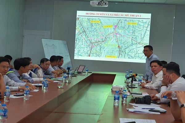 Toàn cảnh buổi làm việc về tiến độ cầu Mỹ Thuận 2. Ảnh: Trung Chánh