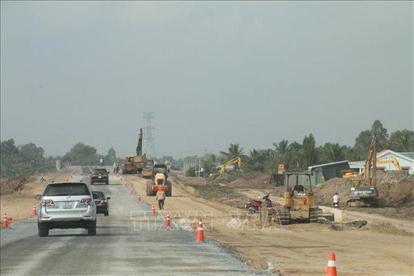 Trong ảnh là hoạt động kiểm tra và chạy thực nghiệm tuyến cao tốc Trung Lương - Mỹ Thuận. Ảnh: TTXVN